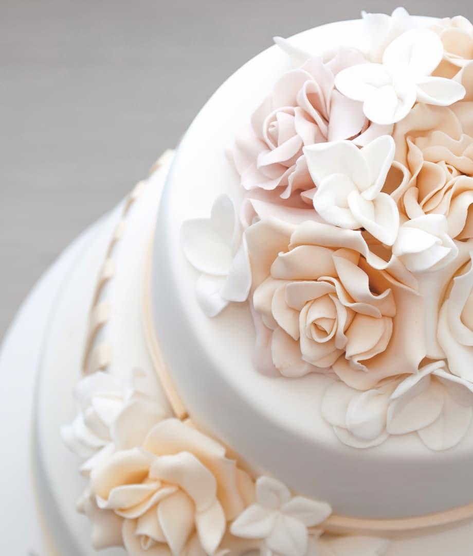Abel Trouwen Bruidstaart met suikerbloemen in pasteltinten